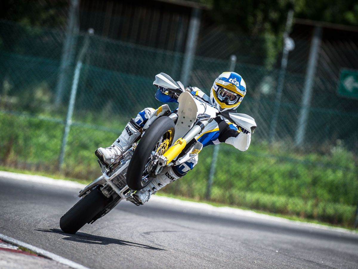The Five Mistakes You Make Riding a Supermoto